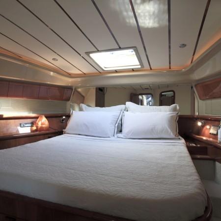 ferretti 53 master cabin