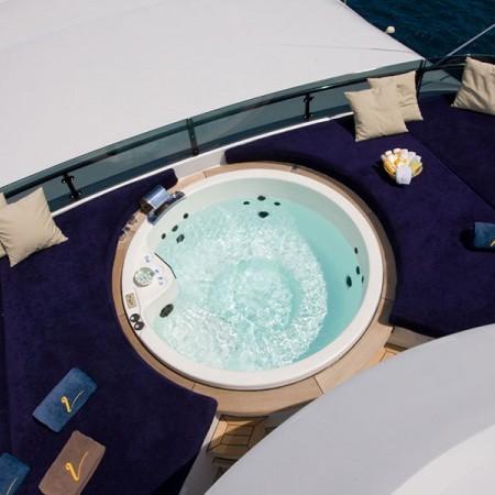insignia yacht  jacuzzi