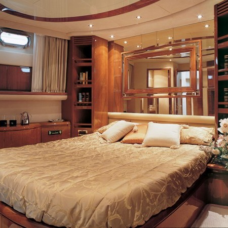 double cabin at Azimut 75 Iris