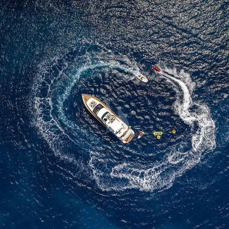 iris yacht