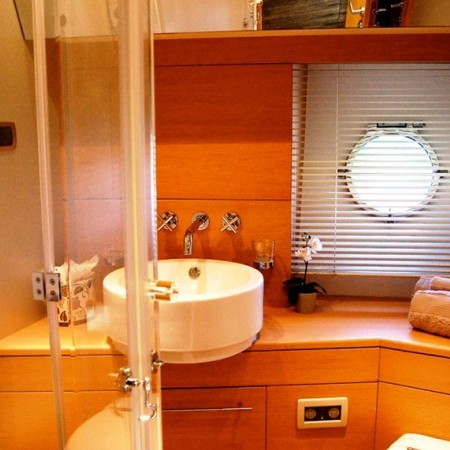 yacht wc