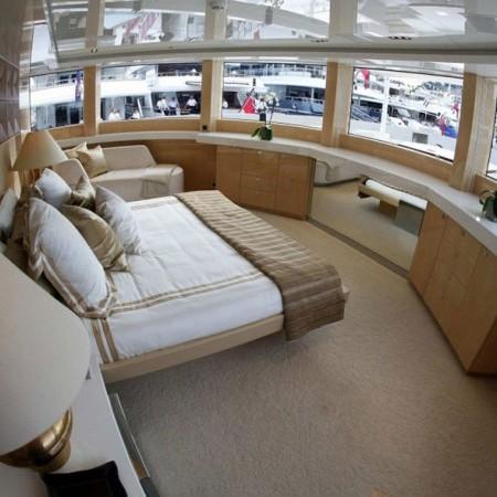 Master Cabin Super Yacht Pellegrina