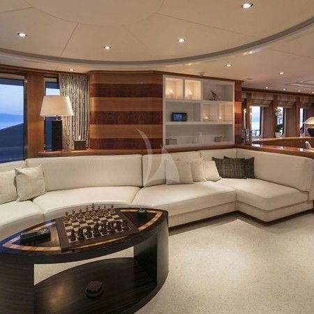 l'equinox yacht living area