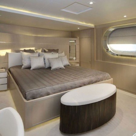 light holic yacht cabin