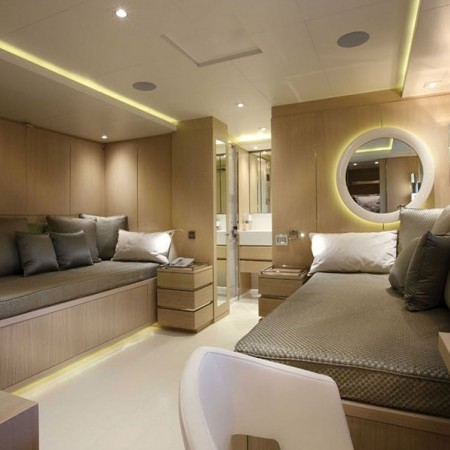 light holic mega yacht