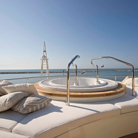 light holic super yacht