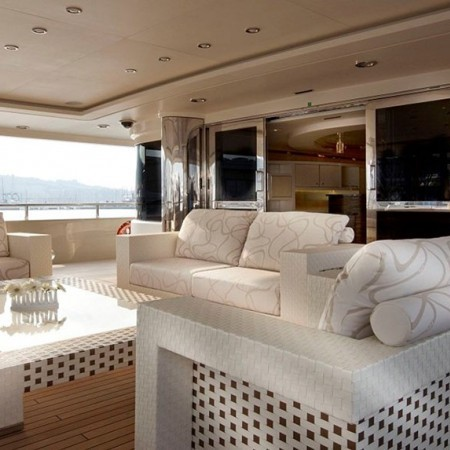 light holic yacht living