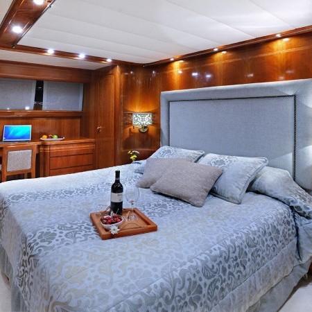 master cabin Blu Sky Yacht