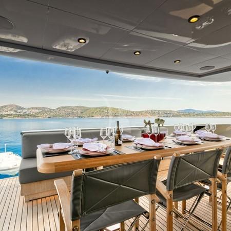 luxury boat rental