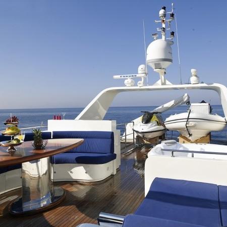dream b yacht flybridge