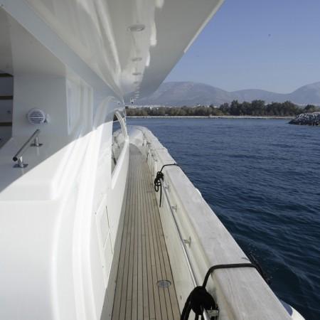 dream b yacht exterior