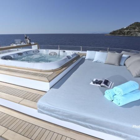 mega yacht jacuzzi