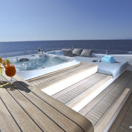 ouranos deck jacuzzi