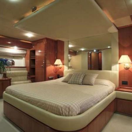 ferretti 76 master cabin