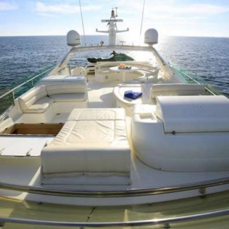 ferretti 76 flybridge lounge