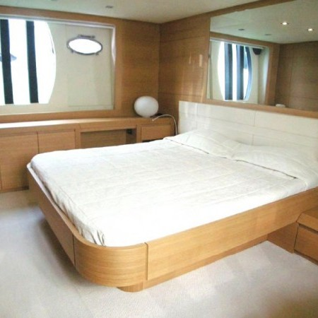 pershing 64 master cabin