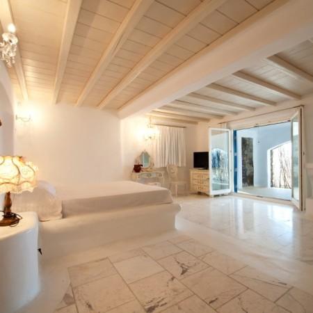 Villa Artemis Master Bedroom