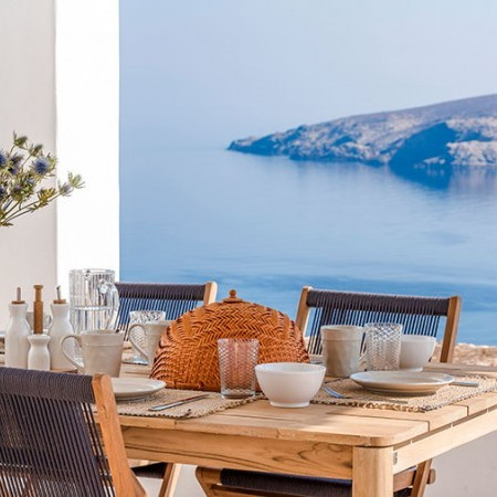 outdoor dining with sea view