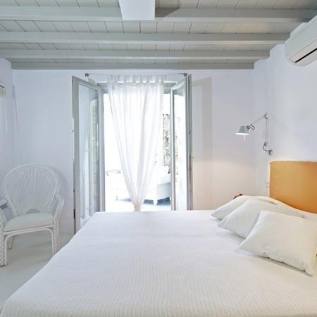 villa daphne orange bedroom