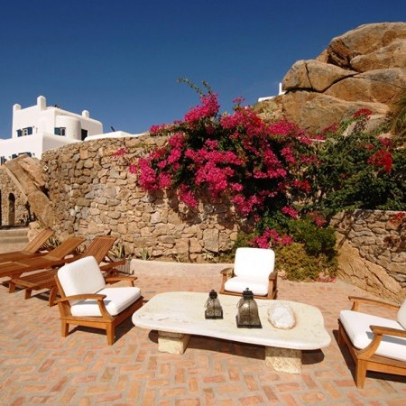 Mykonos Villa Garnet outdoor sitting area