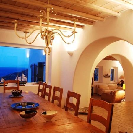 Villa Garnet indoor dining