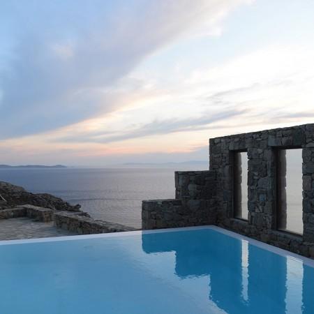 villa Kristalia infinity pool