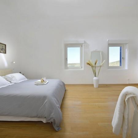 Mykonos villa with beach access