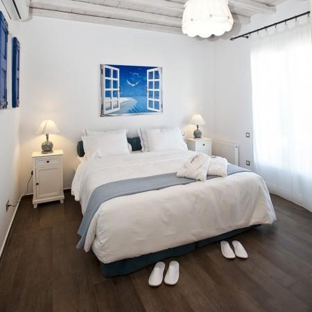 villa marbella double bedroom