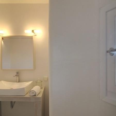 en-suite bathroom at master bedroom