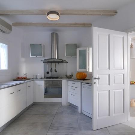 Villa Palm Cove kitchen