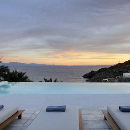 Villa Palm Cove sunset time