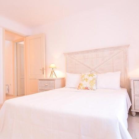 villa psarou view double bedroom