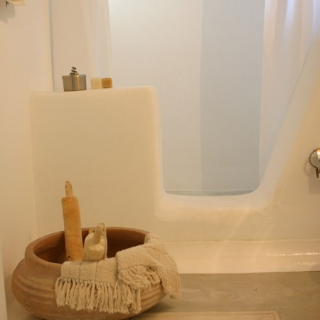 en-suite bathroom at Villa Sanja Mykonos
