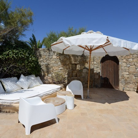 Villa Sanja Mykonos outdoor sitting area