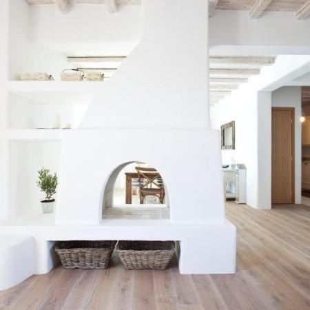 Villa Seaview living room fireplace