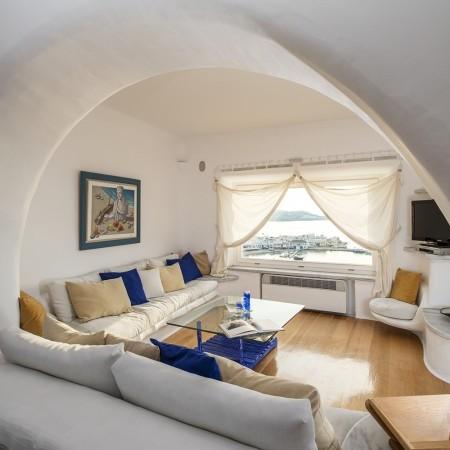 white pearl living area