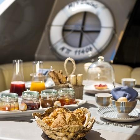 Pandion breakfast on board