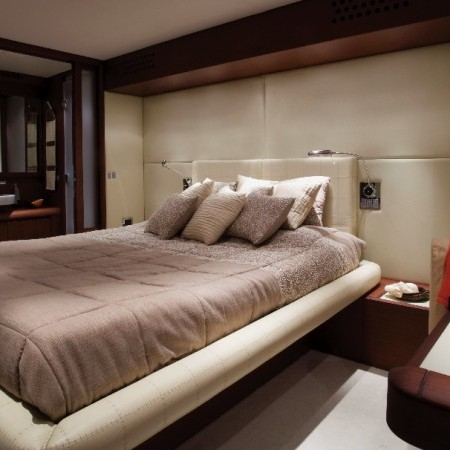 master cabin yacht aicon 75