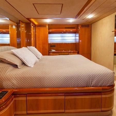 ferretti 80 master cabin