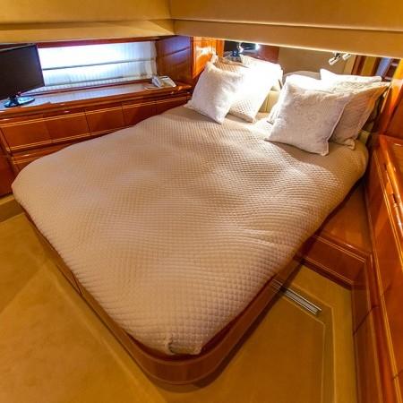 ferretti 80 cabins