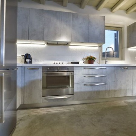 kitchen fully equipped and modern
