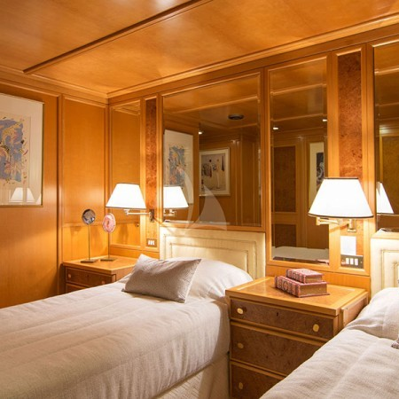 o Natalia yacht twin cabin