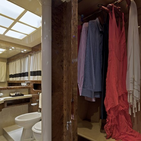Obsesion cabin closet