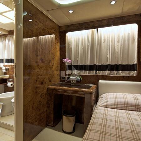 obsesion yacht baths