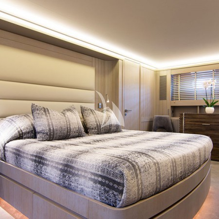 regina k yacht cabins