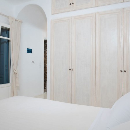 ideal accommodation in Mykonos for large groups