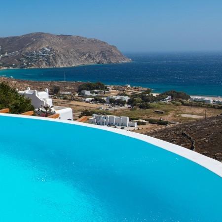 infinity pool edge and sea view from villa Artisti