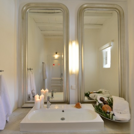 ensuite bathroom with double mirrors