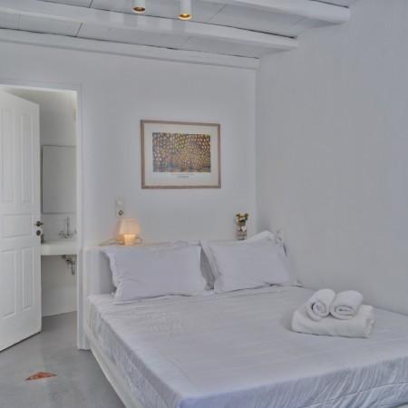 4 bedroom villa close to Super Paradise
