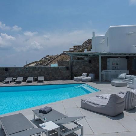 villa rental close to Mykonos town